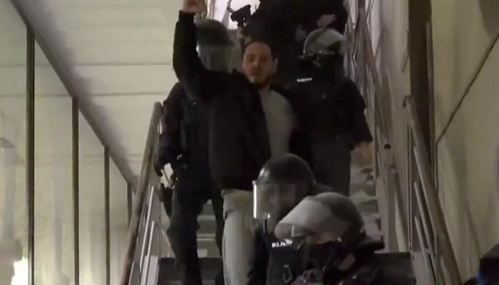 Los Mossos detienen a Pablo Hasel tras atrincherarse en la Universidad de Lleida para evitar ser encarcelado [Vídeos]