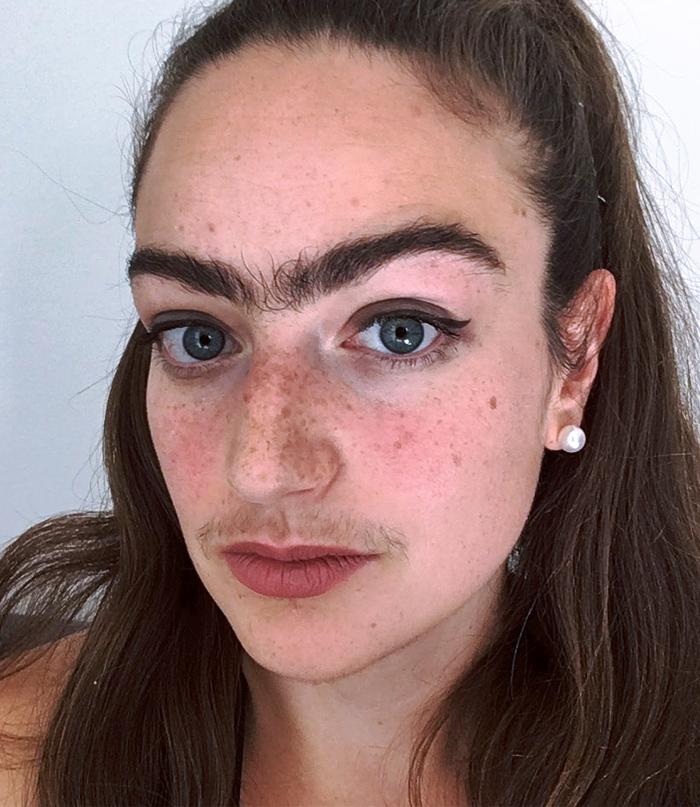 Eldina, la joven que lleva un año sin depilarse el bigote y las cejas y lo luce en Instagram