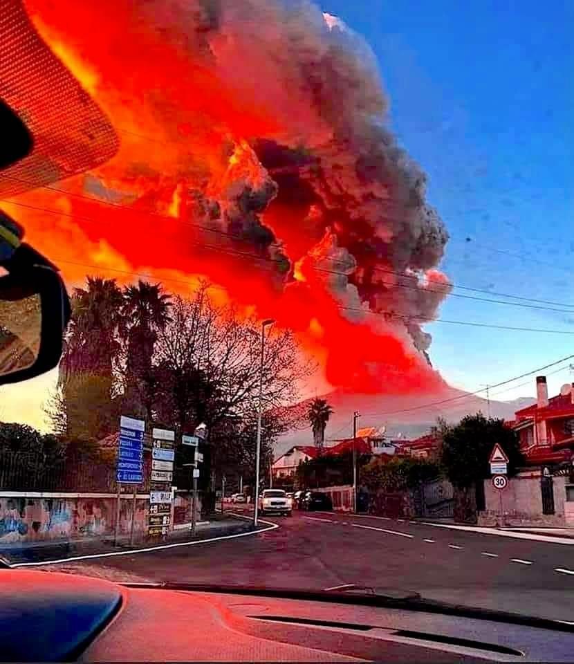 Espectacular nueva erupción del volcán Etna en Sicilia