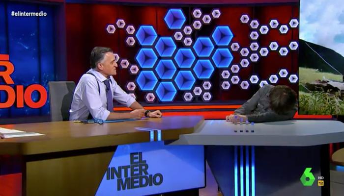 Jordi Évole sufre un ataque de cataplexia en directo durante una entrevista