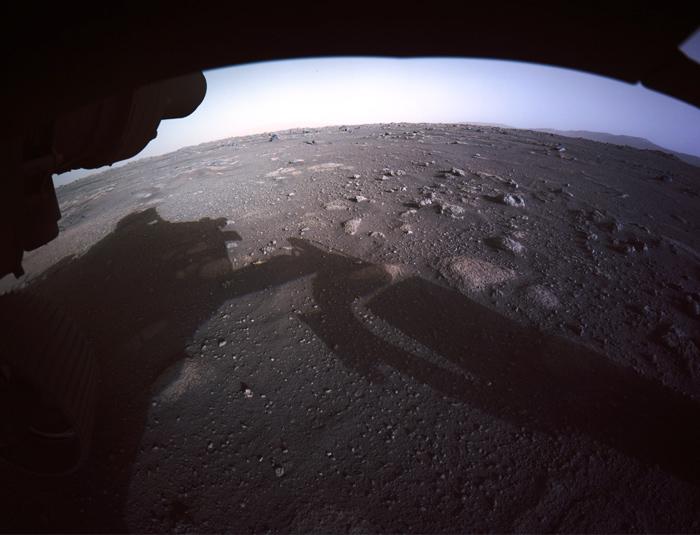El rover Perseverance envía el primer adelanto de las fotos y vídeos del aterrizaje en Marte