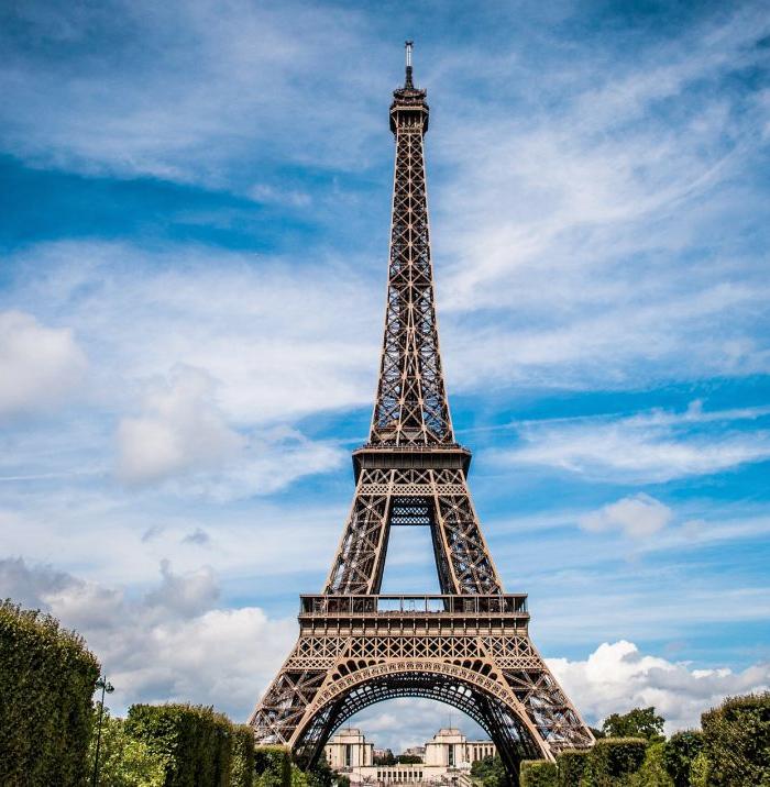 La Torre Eiffel cambia de color: dejará el marrón y será pintada de dorado