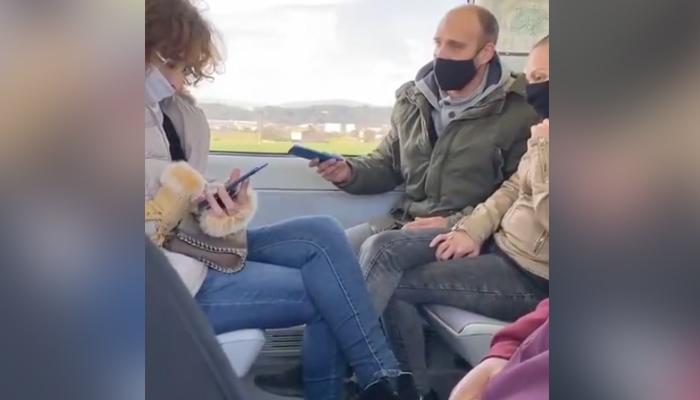 Un hombre se encara en el tren con una mujer porque esta lleva la mascarilla colocada por debajo de la nariz