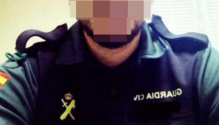 La Policía investiga a decenas de agentes que utilizan el uniforme para ligar en Tinder y Badoo