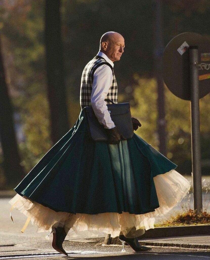 Mark Bryan es un ingeniero robótico heterosexual, de 62 años que vive en Berlín quien hace 5 años empezó a vestir con tacones de aguja y faldas para ir a trabajar sencillamente porque le gusta vestir así