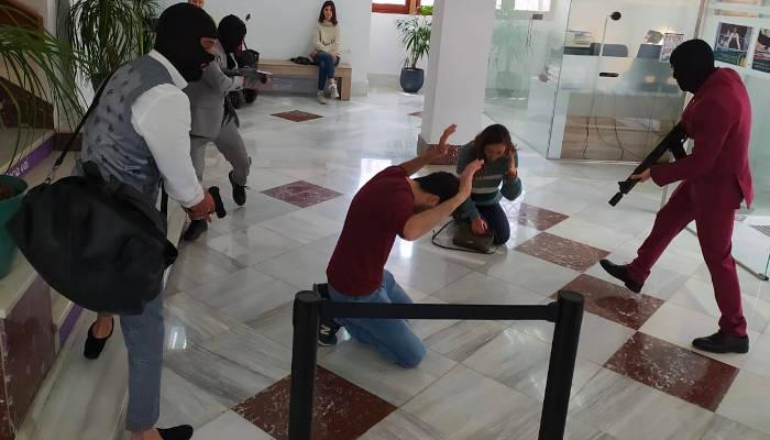 La Guardia Civil acude al Ayuntamiento de Alginet (Valencia) por un aviso de atraco y se trata de un rodaje [Vídeo]
