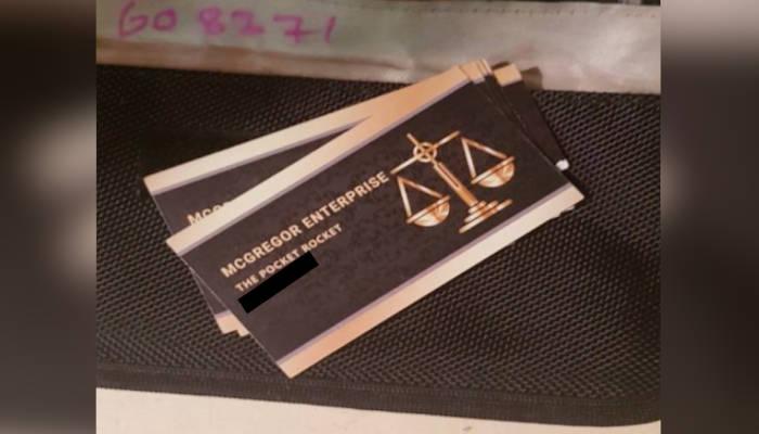 Detienen a un 'doble' de Conor McGregor que se hacía pasar por el luchador y utilizaba tarjetas de presentación con su nombre para vender drogas