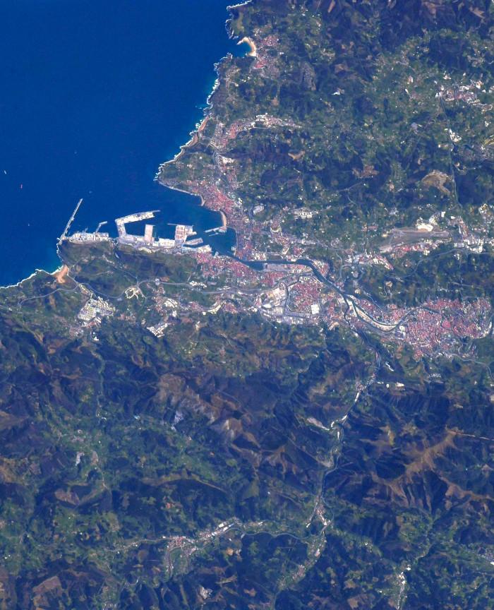 Foto de Bilbao desde el espacio sacada por el astronauta Soichi Noguchi tras recibir la petición de un tuitero bilbaíno