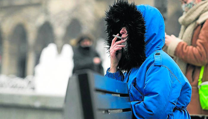 Piden a Sanidad explicitar que fumar no es excepción para quitarse la mascarilla