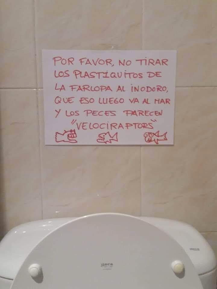 Por favor, no tirar los plastiquitos de la farlopa al inodoro...