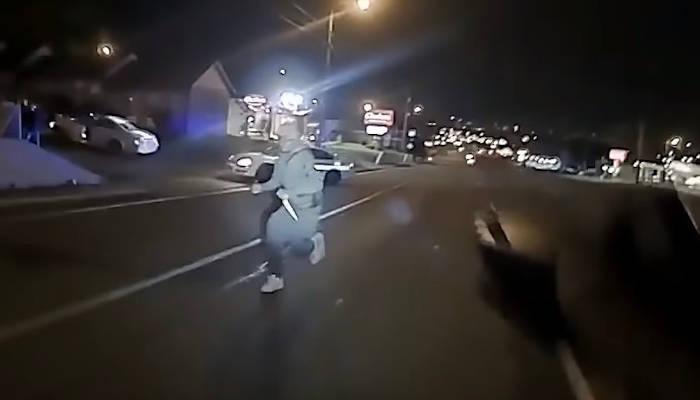 Un policía estadounidense dispara mortalmente a un afroamericano que corrió hacia él con dos cuchillos de carnicero