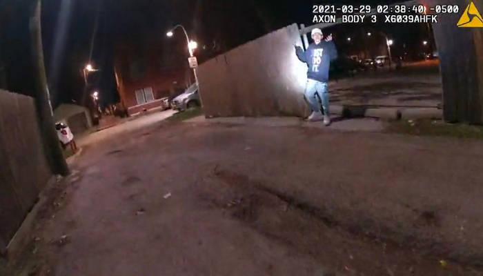Un policía de Chicago acaba con la vida de un adolescente de 13 años que tenía las manos levantadas