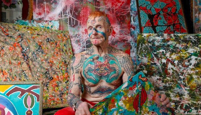 A este anciano ruso le llaman Espartaco y decidió utilizar su cuerpo como un lienzo. Tiene más de 60 tatuajes y su objetivo es tatuarse toda la piel