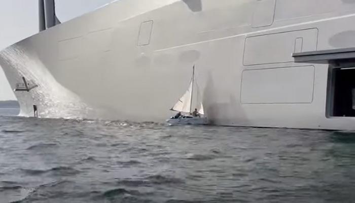 Un pequeño velero choca contra el megayate ruso ''A'' en la ría de Vigo (Vídeo)