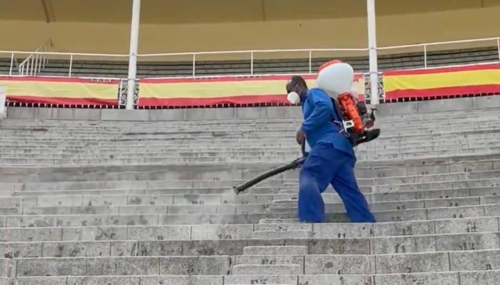La crítica de los expertos al ver cómo han desinfectado Las Ventas frente a la Covid