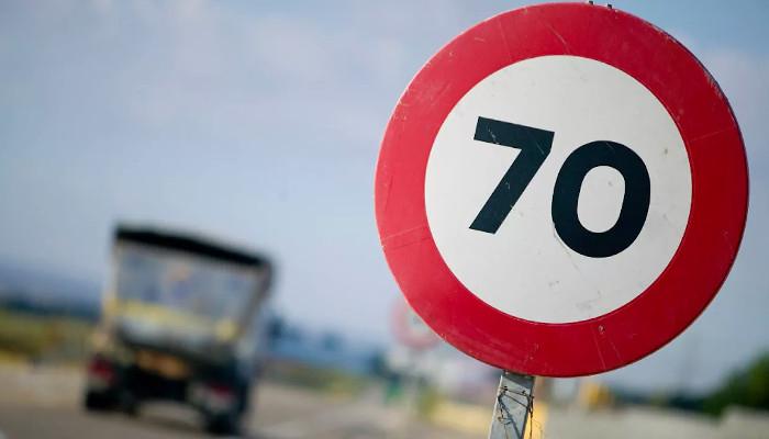 La DGT baraja reducir a 70 km/h el límite de velocidad en carreteras convencionales