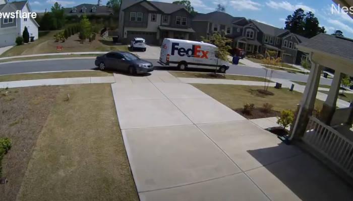 Una conductora simula ser la dueña de la casa para robar un paquete