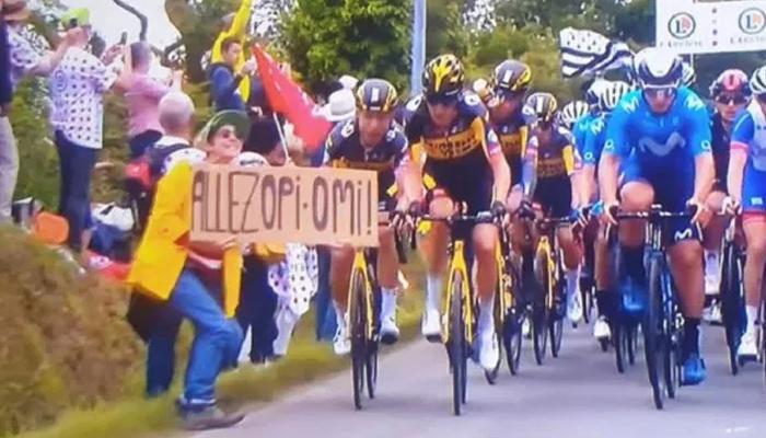 Esta mujer la lió un poco bastante en el Tour de Francia con un cartel