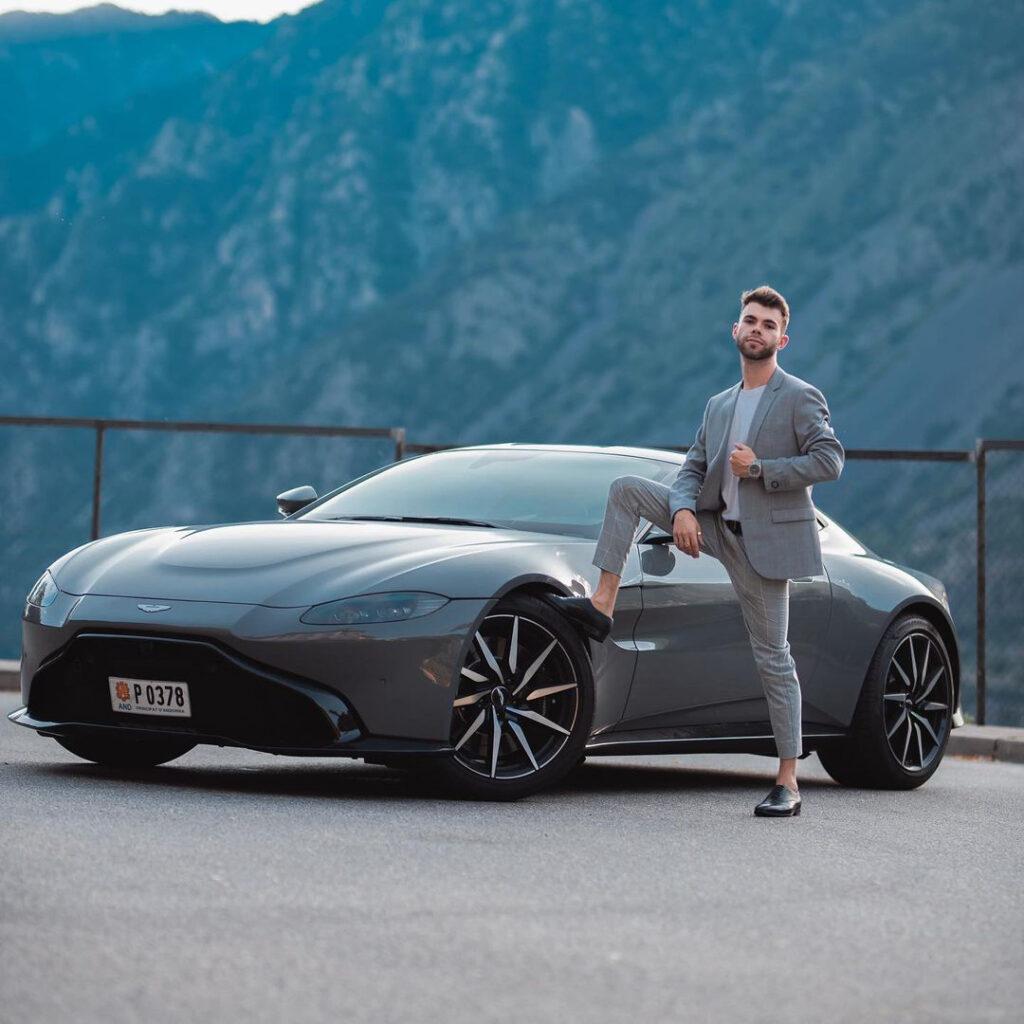 El youtuber Salva destroza en Andorra su nuevo Aston Martin en un accidente