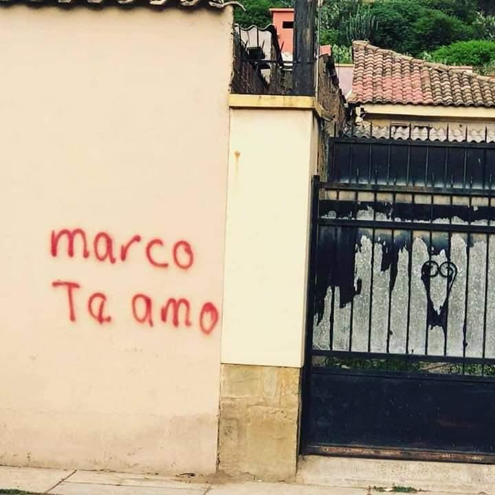 Marco, por favor, perdónala. Nos está dejando la ciudad hecha un desastre...