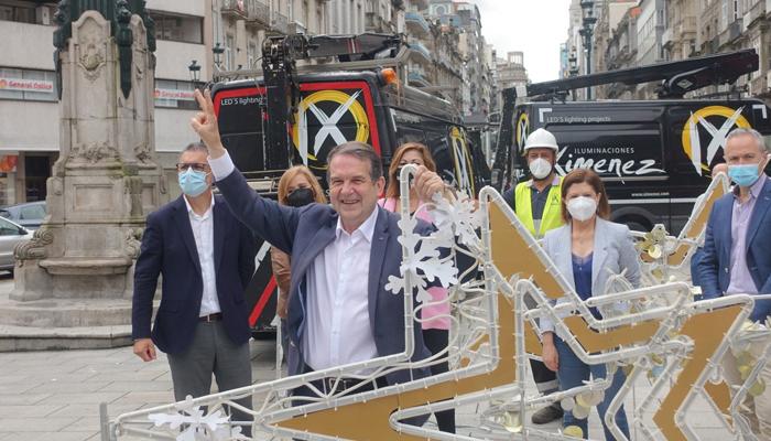 Abel Caballero, alcalde de Vigo, 4 de agosto: ''Hoy arranca la Navidad en Vigo. La mejor del mundo. Nos encanta que nos visitéis. ¡Os queremos!''