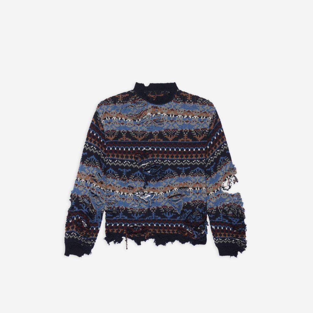 Balenciaga te vende un jersey de cuello redondo totalmente roto por 1.150 euros