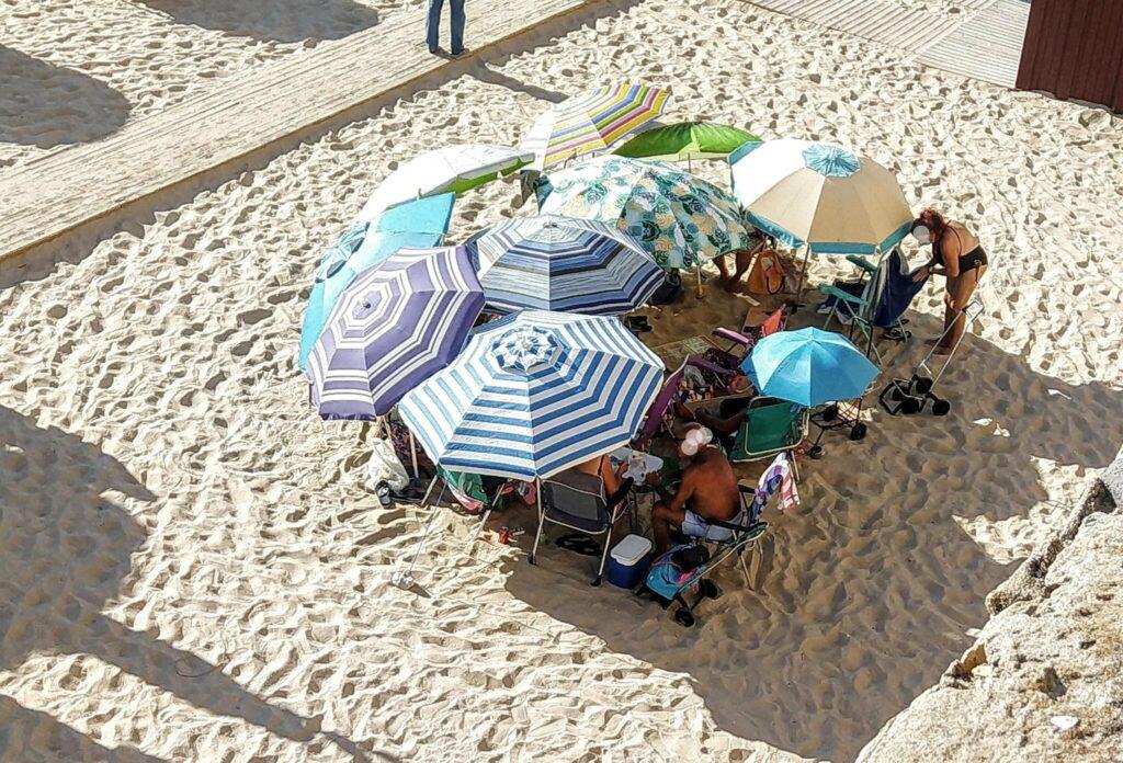 Vestigios de las legiones romanas en plena playa en Cádiz: la formación tortuga para combatir el sol