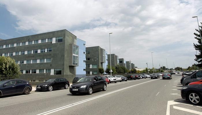 Un conductor responde con un bate a los gorrillas que le pidieron dinero en el hospital de Lugo