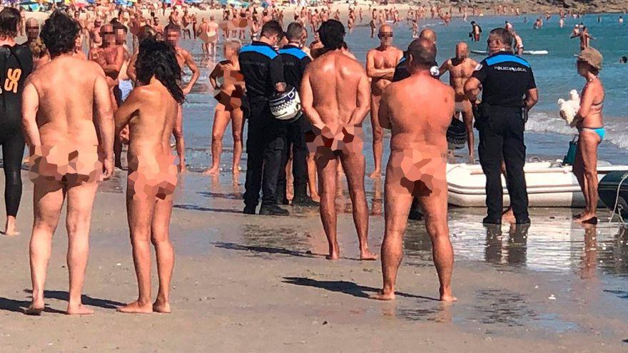 Pelea a remazos en la playa de Barra (Cangas) entre bañistas y tripulantes en zodiac