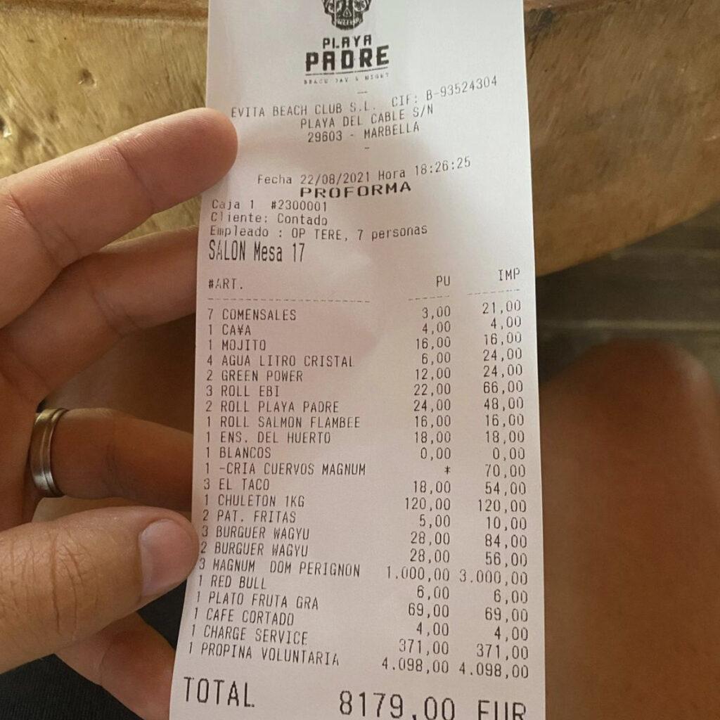 Deja 4.000 euros de propina en un restaurante de Marbella tras la queja de un cliente