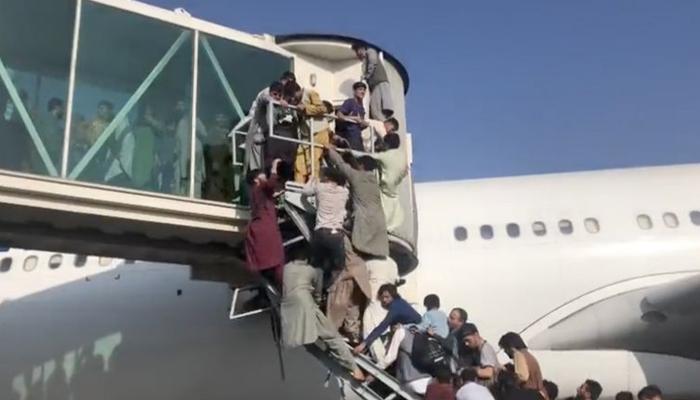 Afganistán: las imágenes que muestran el caos y la desesperación de los afganos tras la entrada del Talibán a Kabul