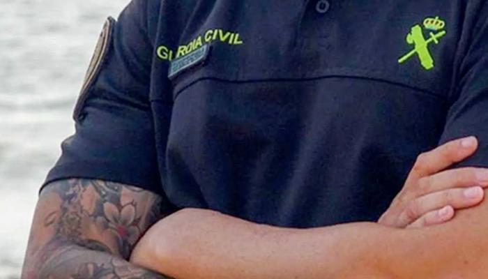 Marlaska obliga a los guardias civiles a eliminar sus tatuajes en zonas visibles en el plazo de un año