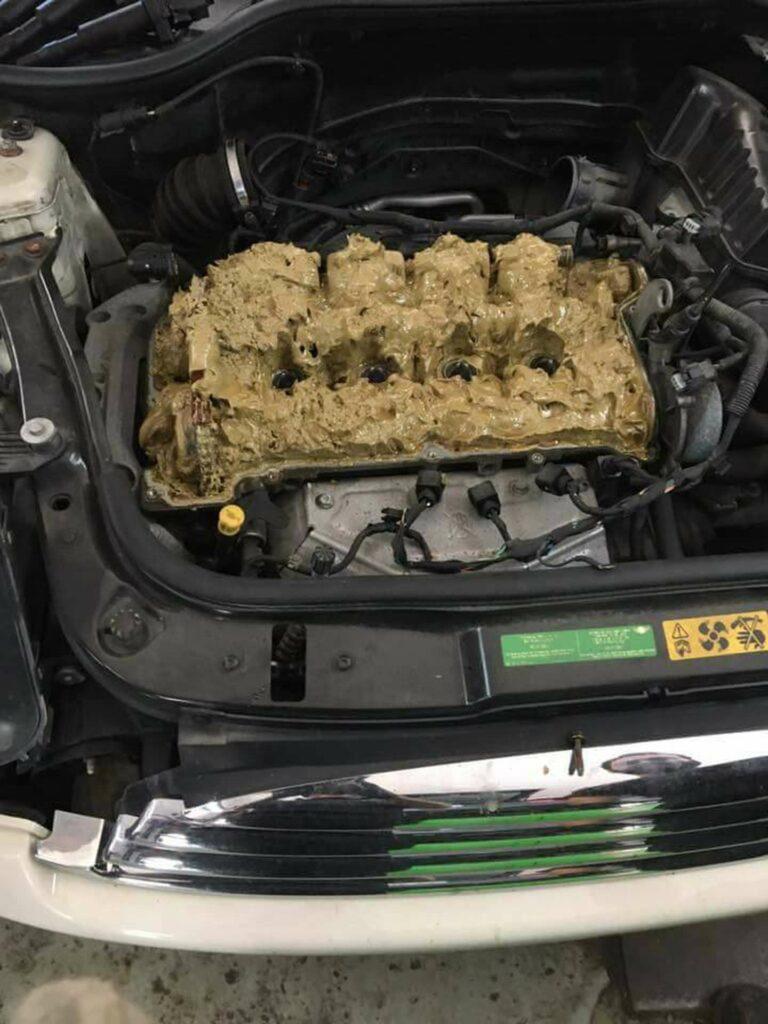 Así es cómo quedó el motor de un Mini Cooper en el que echaron líquido limpia parabrisas en el lugar del aceite