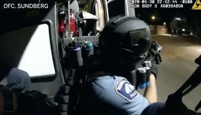 Absuelto tras devolver el fuego a la policía de Minneapolis en defensa propia durante los disturbios. Su abogado ha hecho públicos los vídeos